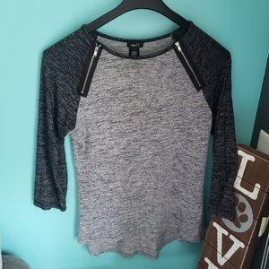 Women's raglan tshirt